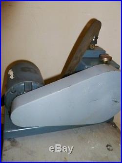WELCH DUO SEAL OlL BASED VACUUM PUMP WITH 1/3 HP GE MOTOR (#K 2745 /9)
