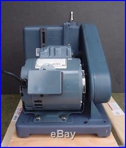 Welch 1405B-01 DUOSEAL Vaccum Pump Max Vacuum 200 mTorr 3.2 cfm 1/2 HP (2467A)