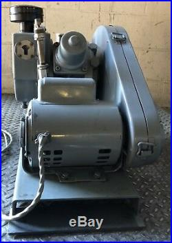 Welch Duo-seal Vacuum Pump Rotary Vane Laboratory Industrial A